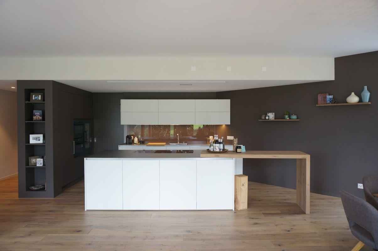 Küche mit Kochinsel und Bartisch - Wüst Schreinerei AG, Oberriet
